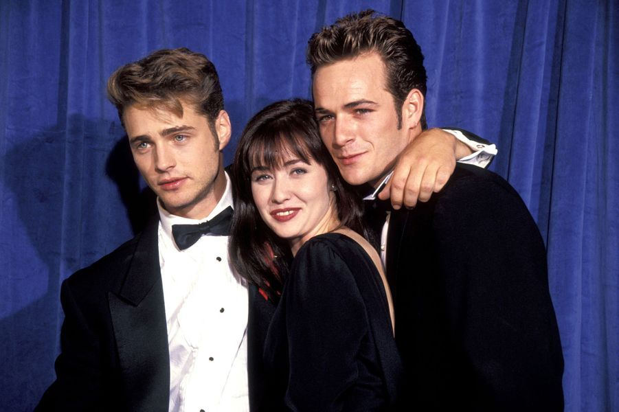 Luke Perry avec Jason Priestley et Shannen Doherty aux Emmy Awards en 1991