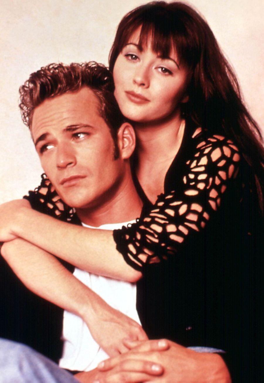 Luke Perry avec Shannen Doherty au début des années 1990 pour «Beverly Hills»
