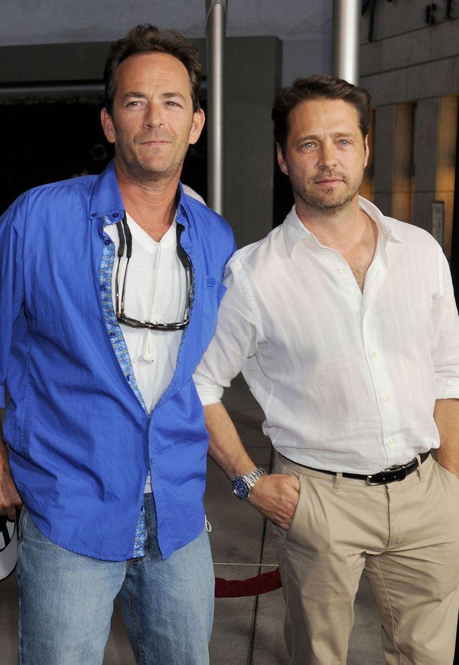 Luke Perry avec Jason Priestley en 2013