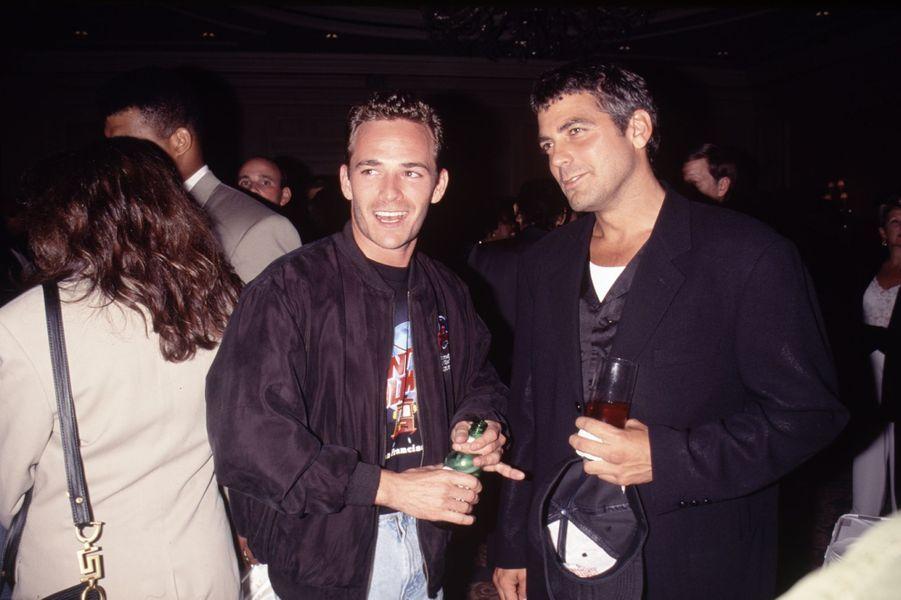 Luke Perry avec George Clooney dans les années 1990