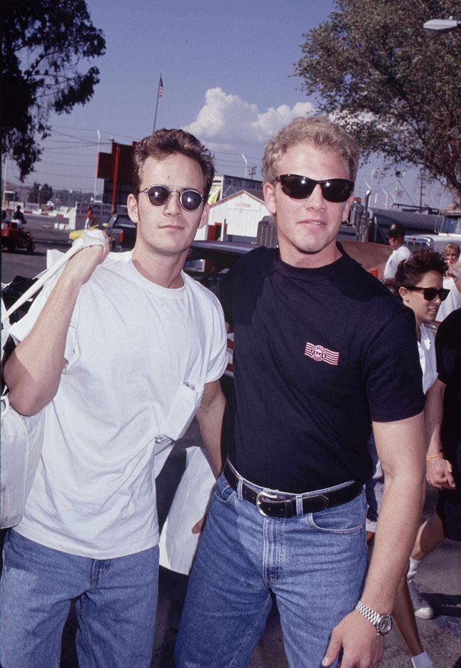 Luke Perry et Ian Zering dans les années 1990