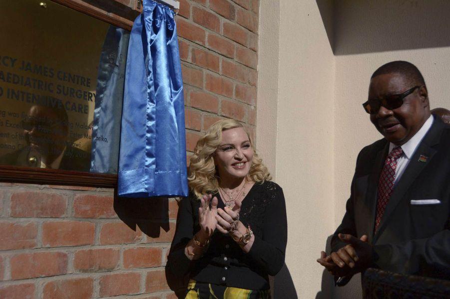 Madonna et le président Peter Mutharika au Malawi, le 11 juillet 2017.