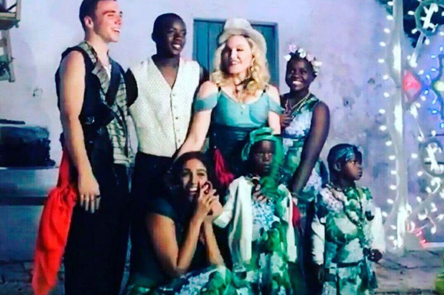 Madonna entourée de ses proches