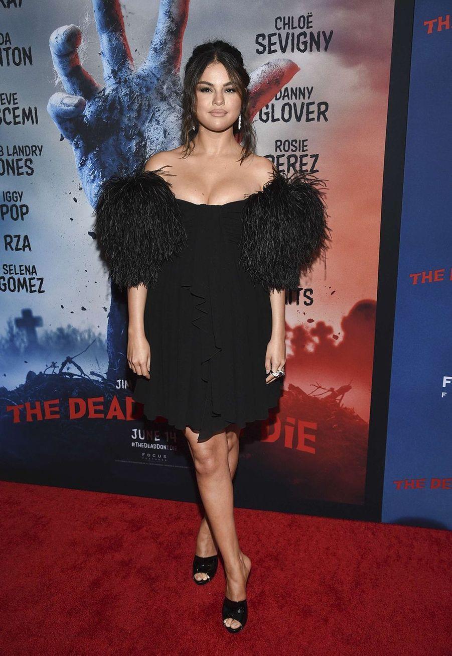 Selena Gomez n'a jamais eu peur de se confier à propos de ses troubles d'anxiété, sa dépression et ses crises de panique. Elle a reçu le McLean Award en 2019, décerné aux personnes qui oeuvrent pour la compréhension du public envers les troubles mentaux.