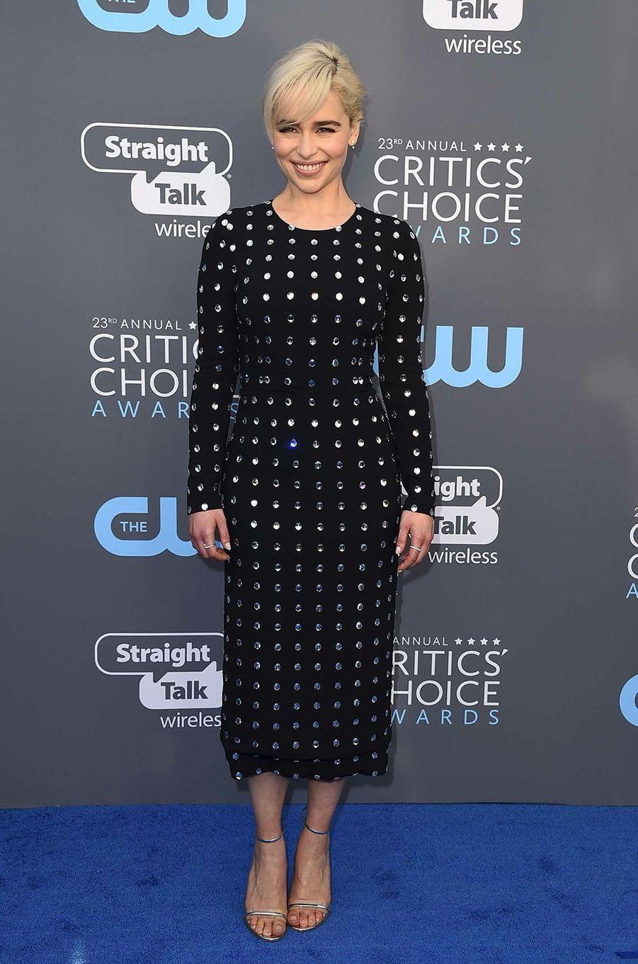 Emilia Clarkedans une robe Dolce Gabbana