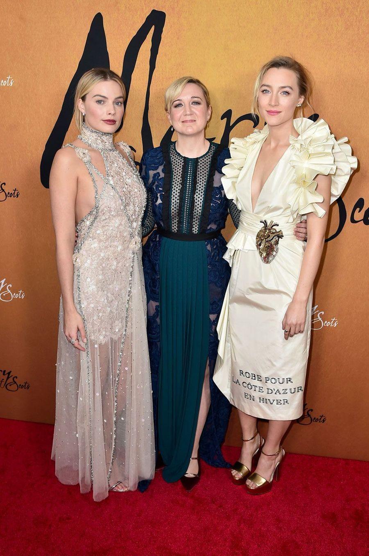 """Margot Robbie, Saoirse Ronan et Josie Rourke à la première de """"Mary Queen of Scots"""""""