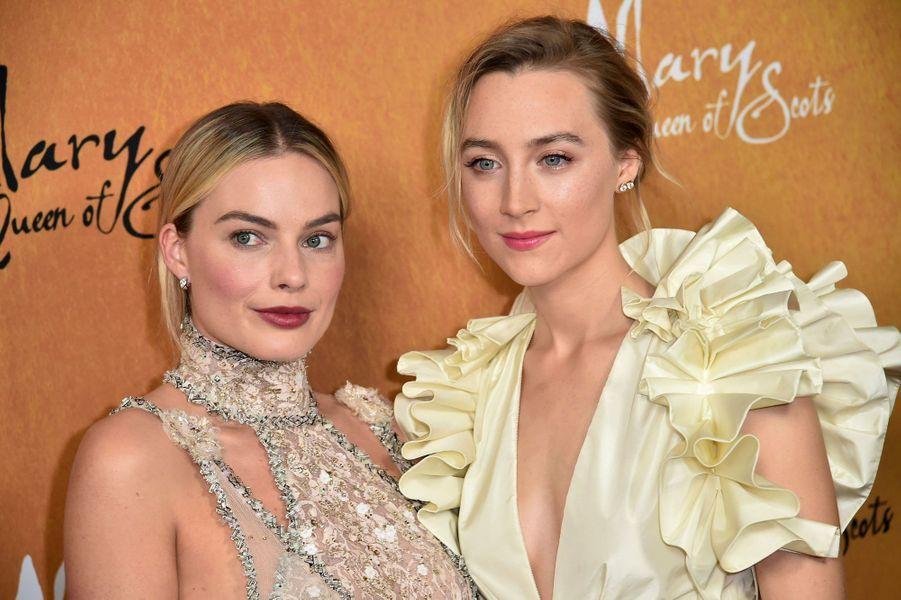 """Margot Robbie et Saoirse Ronan à la première de """"Mary Queen of Scots"""""""
