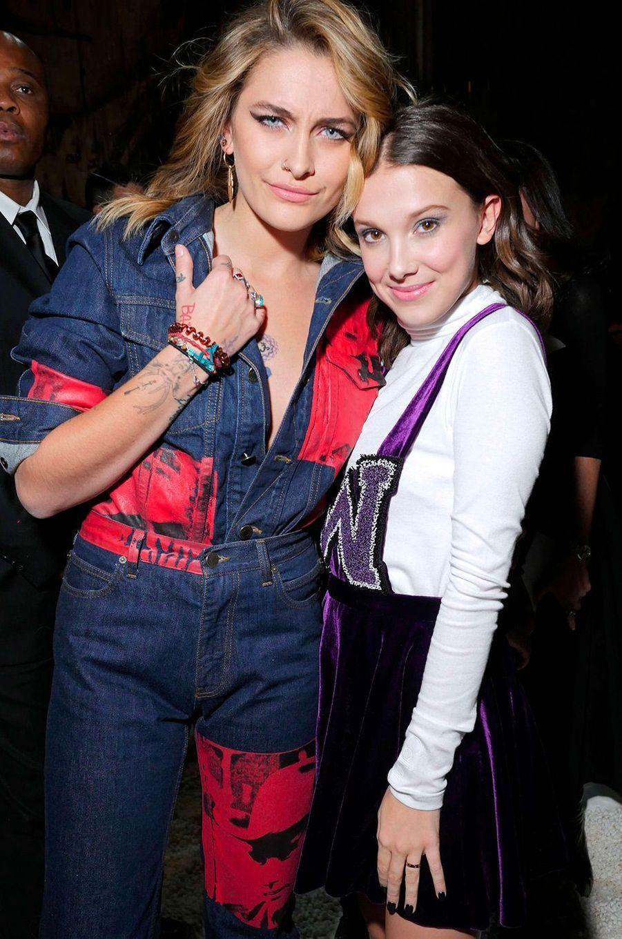 Millie Bobby Brown et Paris Jackson au défilé Calvin Klein