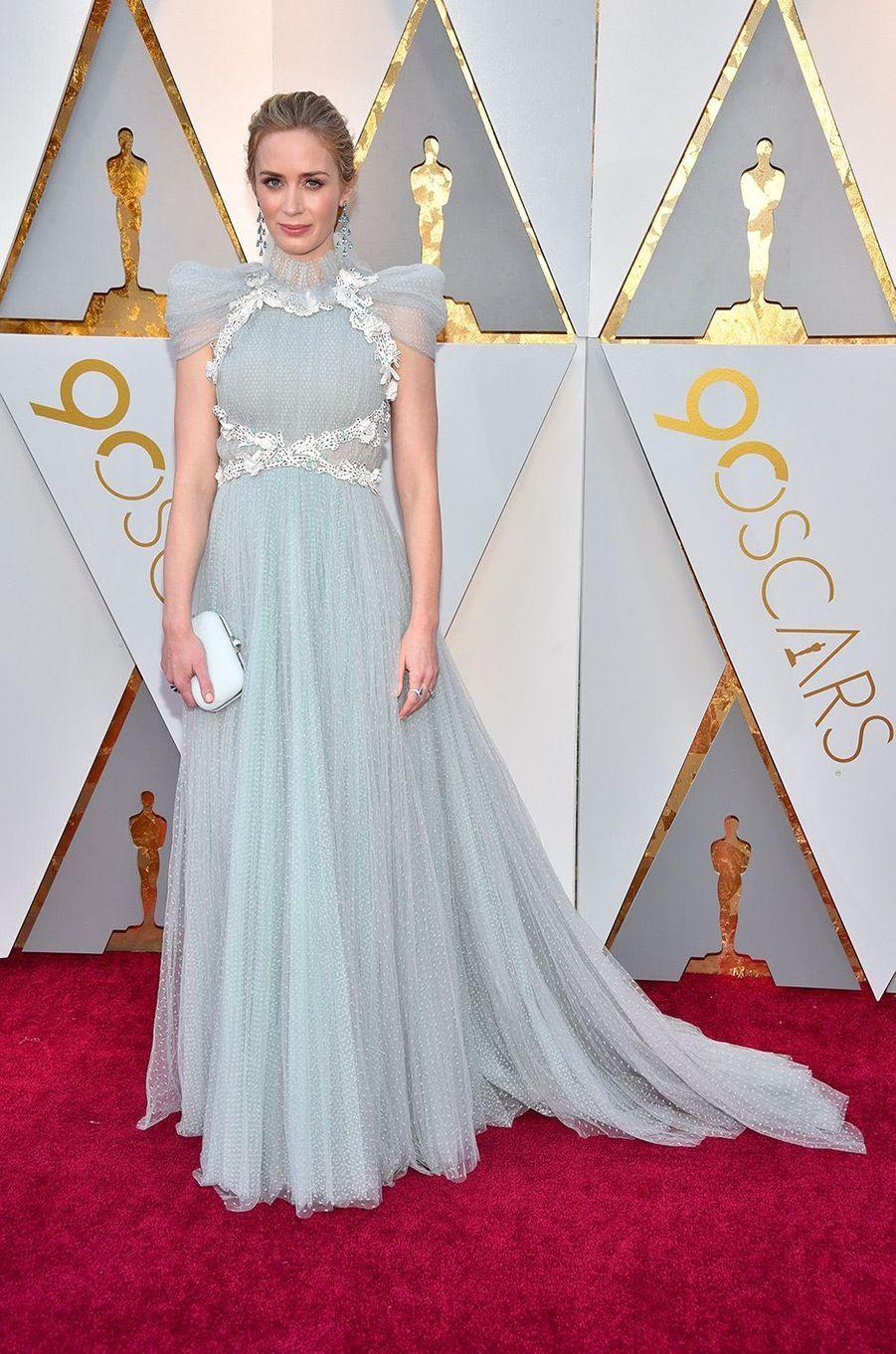 Emily Blunt dans une robe Schiaparelli