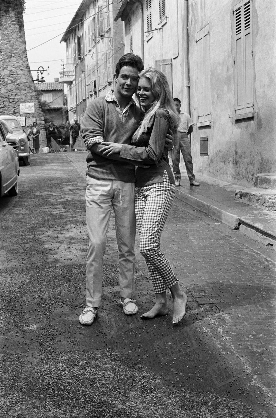 La lune de miel de Brigitte Bardot et Jacques Charrier, sur la Côte d'Azur, en juin 1959.