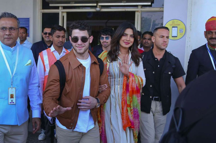Priyanka Chopra et Nick Jonas arrivent à Jodhpur