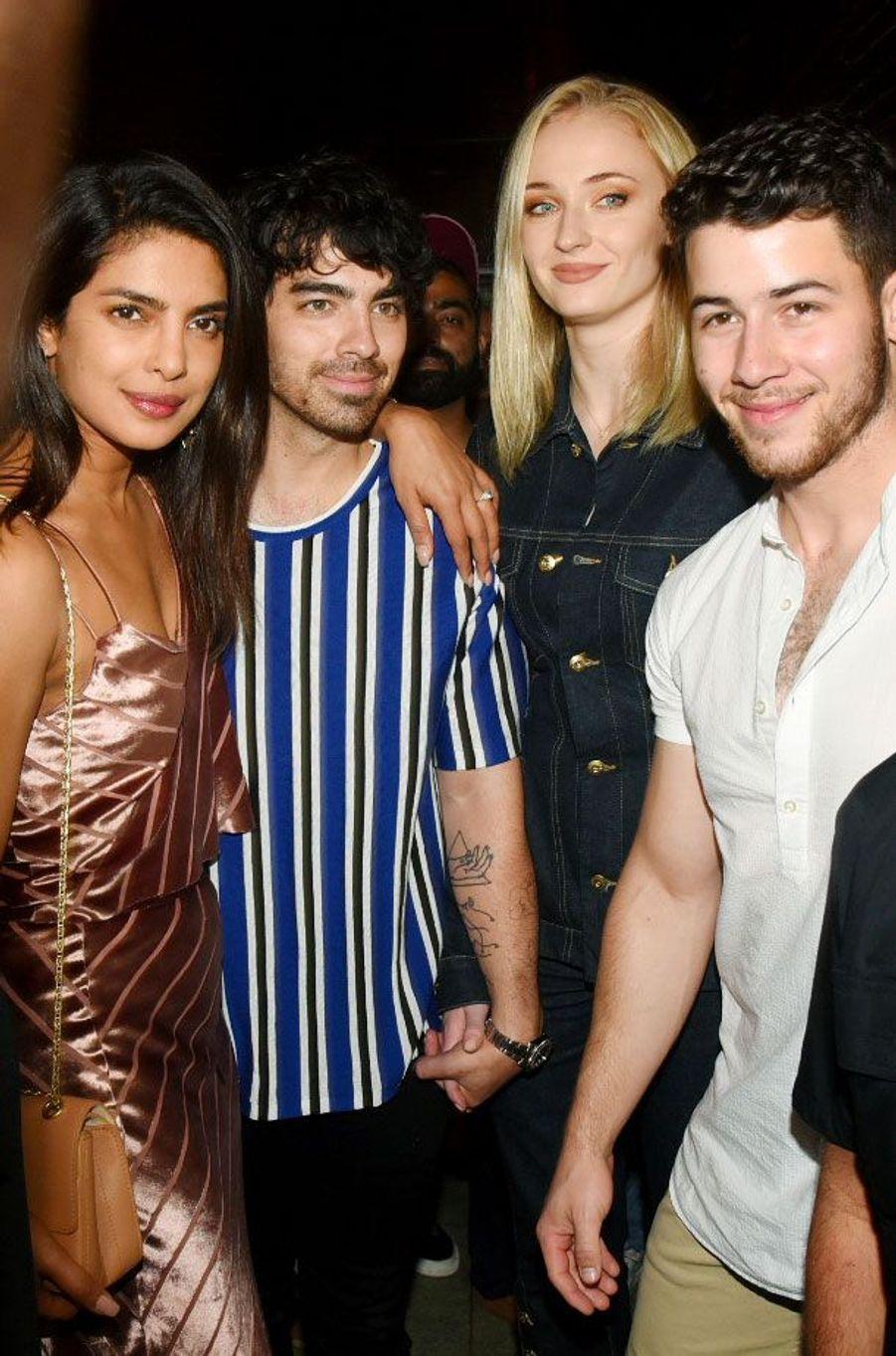 Priyanka Chopra, Nick Jonas, Sophie Turner et Joe Jonas à Bombay
