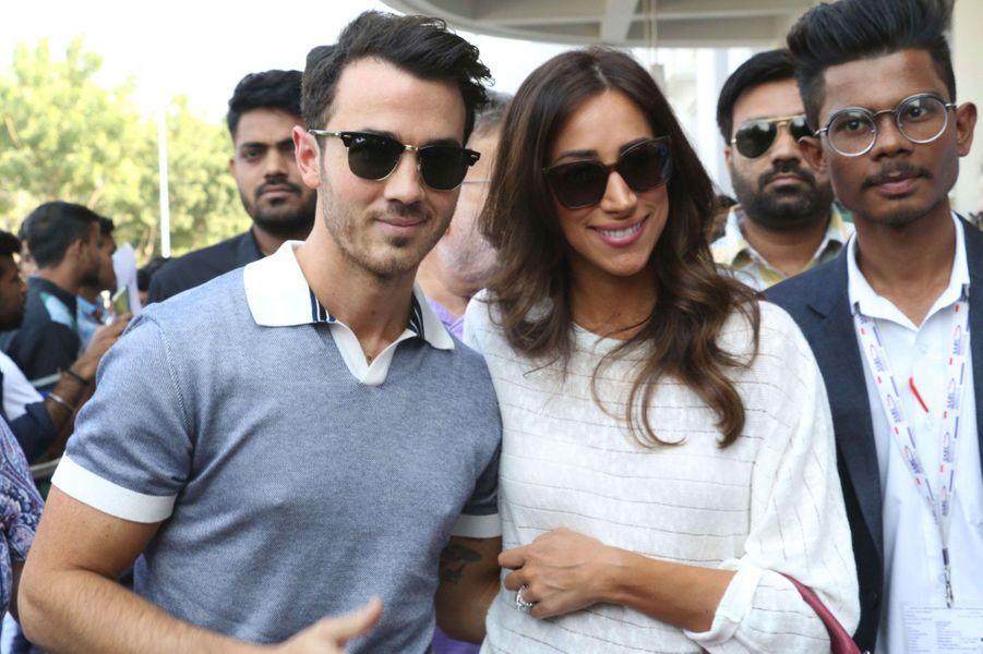 Kevin Jonas et sa femme Danielle arrivent à Jodhpur