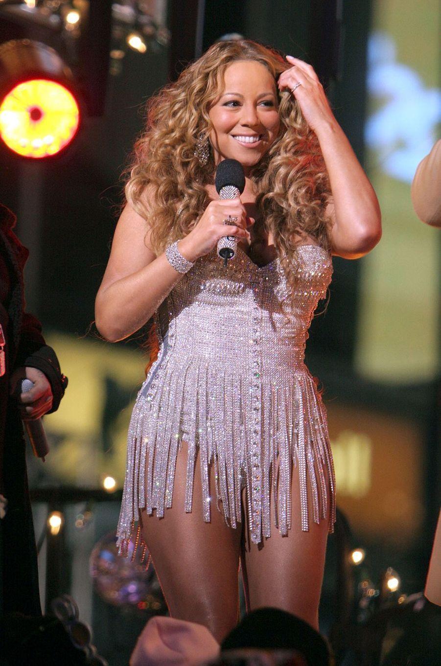 Mariah Carey chante pour fêter le Nouvel an à Times Square, New York, le 31 décembre 2005