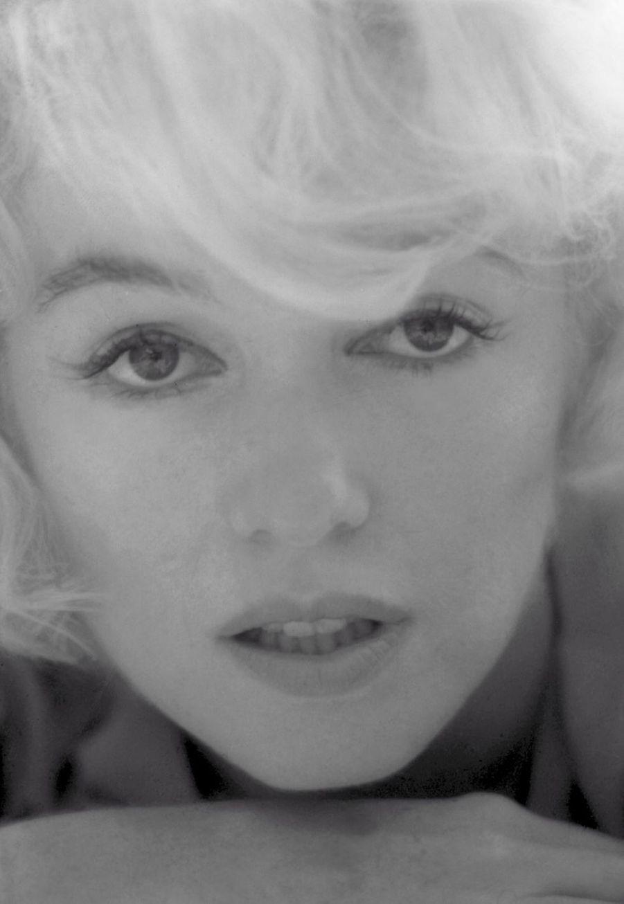 Marilyn Monroe, l'air pensif