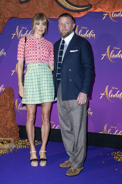 """Guy Ritchie et sa femme Jacqui Ainsleyà la première du film """"Aladdin"""" à Paris, le 8 mai 2019"""