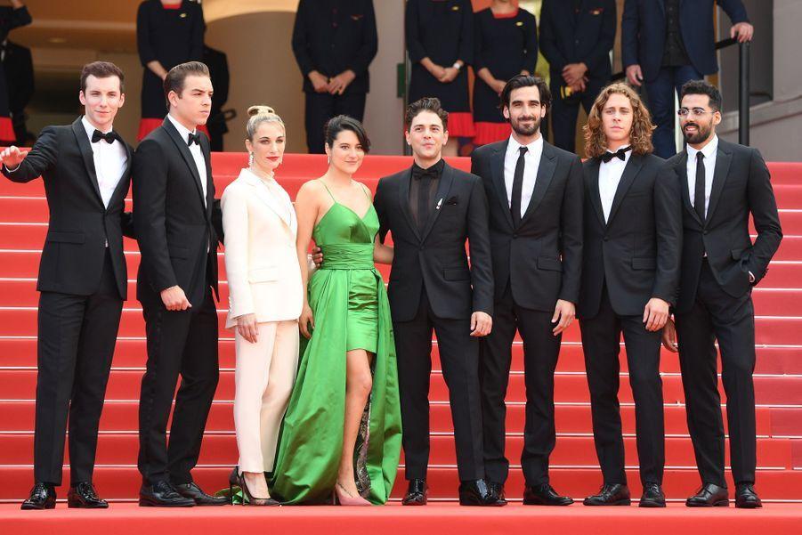 Xavier Dolan et son équipe lors de la montée des marches du film «Matthias & Maxime» à Cannes le 22 mai 2019