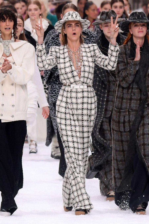 Cara Delevingneau défilé Chanel au Grand Palais à Paris le 5 mars 2019