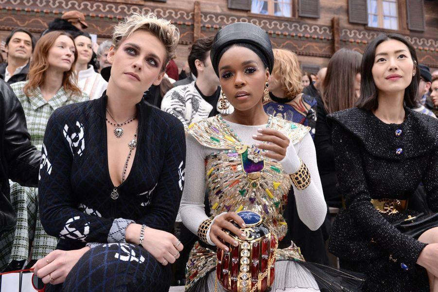 Kristen Stewart et Janelle Monaeau défilé Chanel au Grand Palais à Paris le 5 mars 2019