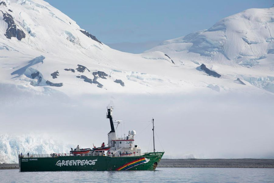 """Le bateau """"Arctic Sunrise"""" a bord duquel Marion Cotillard a embarqué pour sa mission en Antarctique."""