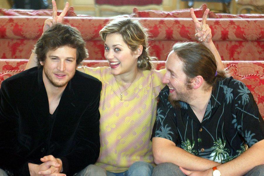 Guillaume Canet, Marion Cotillard et Yann Samuell lors de la promotion du film «Jeux d'enfants» à Londres en 2004