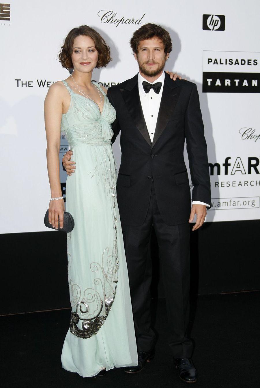 Marion Cotillard et Guillaume Canet au gala de l'amfAR à Antibes lors du Festival de Cannes en mai 2009