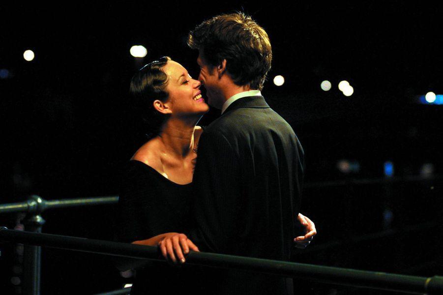 """Marion Cotillard et Guillaume Canet dans """"Jeux d'enfants"""" en 2003."""