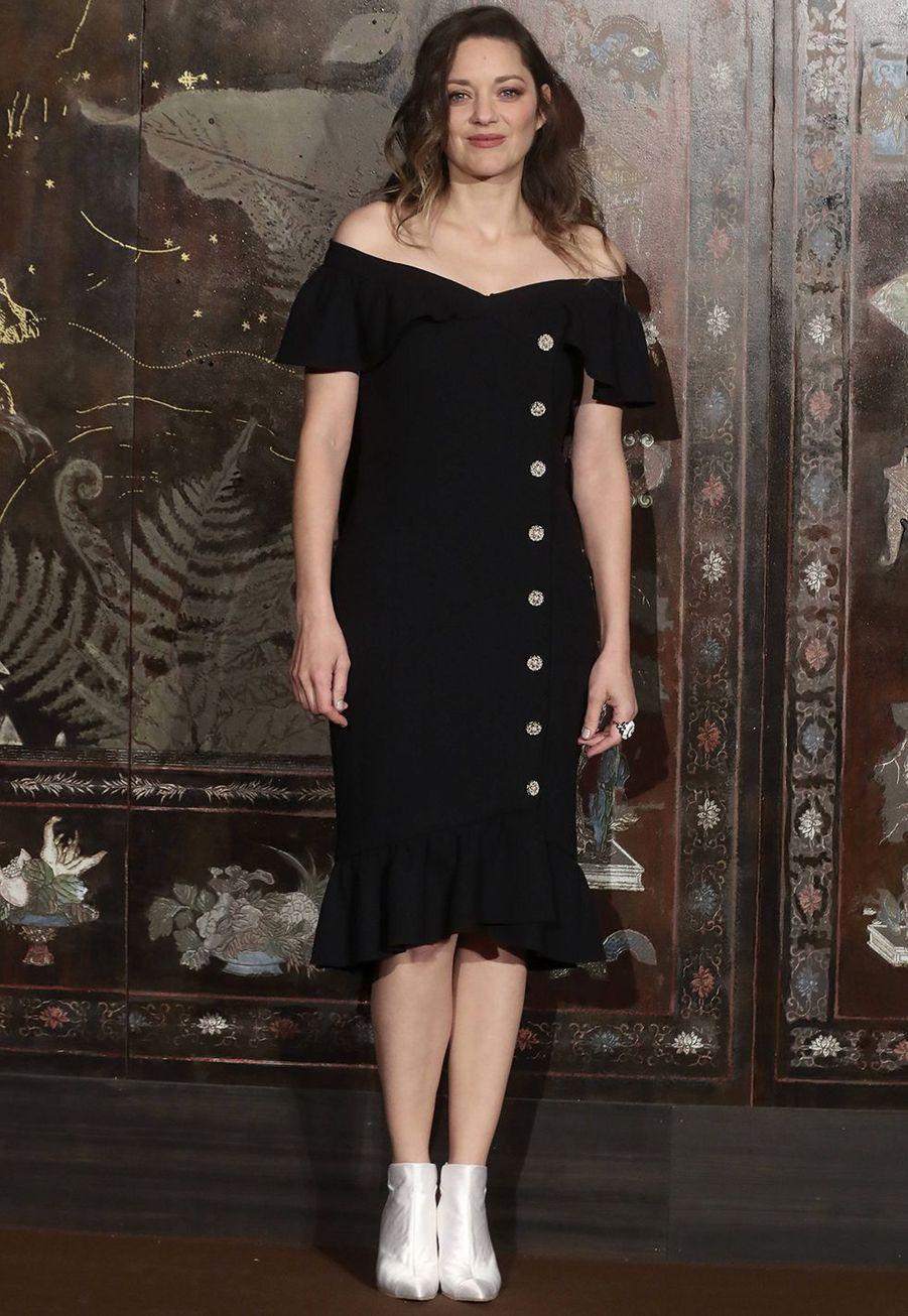 Marion Cotillard lors du défilé Chanel Métiers d'Art àParis le 4décembre2019.