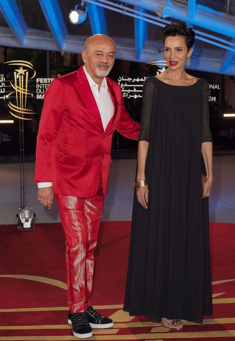 Christian Louboutin et Farida Khelfase rendent l'hommage donné à Bertrand Tavernier pour l'ensemble de sa carrière lors du festival du film de Marrakech, le 1er décembre 2019.
