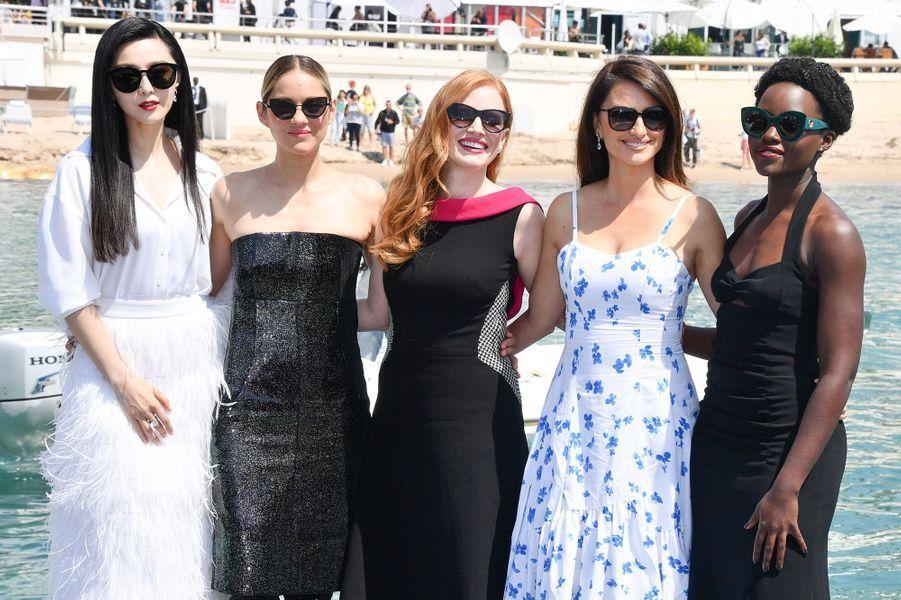 Marion Cotillard entourée de Jessica Chastain, Lupita N'yongo, Penélope Cruz et Fan BingBing à Cannes en 2018.