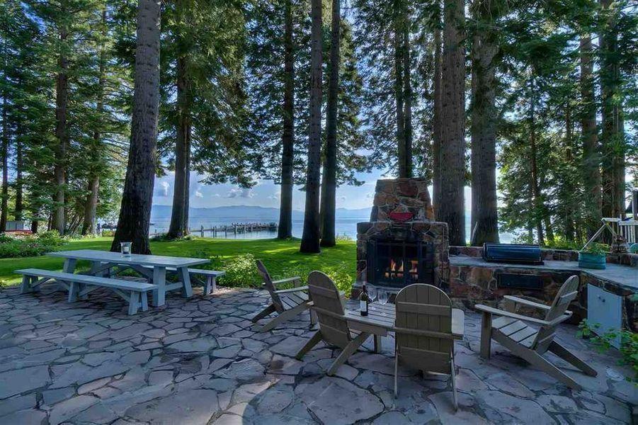 Mark Zuckerberg a dépensé 59 millions de dollars pour acquérir deux maisons situées côte à côte aux bord du lac Tahoe (Nevada).