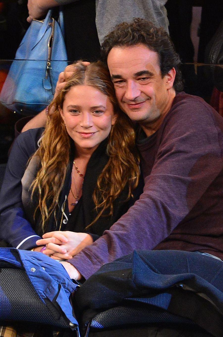 Mary-Kate Olsen et Olivier Sarkozy lors d'un match des Knicks au Madison Square Garden à New York en novembre 2012