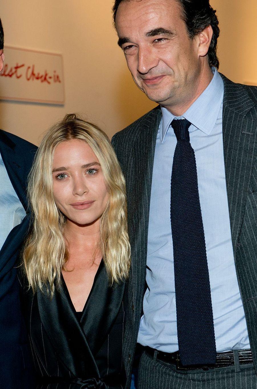 Mary-Kate Olsen et Olivier Sarkozy lors d'une vente aux enchères caritative chez Sotheby's New York en octobre 2013