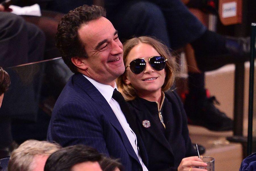 Mary-Kate Olsen et Olivier Sarkozy lors d'un match des Knicks au Madison Square Garden à New York en novembre 2014
