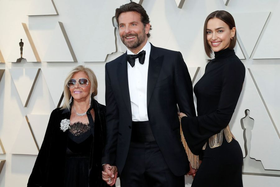 Bradley Cooper avec Irina Shayk et sa mère Gloria