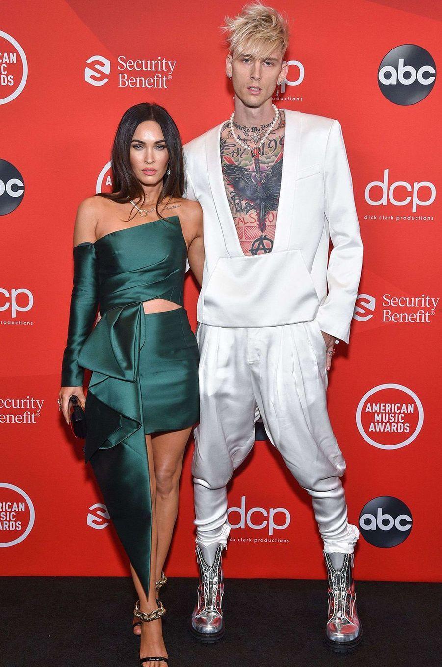 Megan Fox et Machine Gun Kellyaux American Music Awards à Los Angeles le 22 novembre 2020