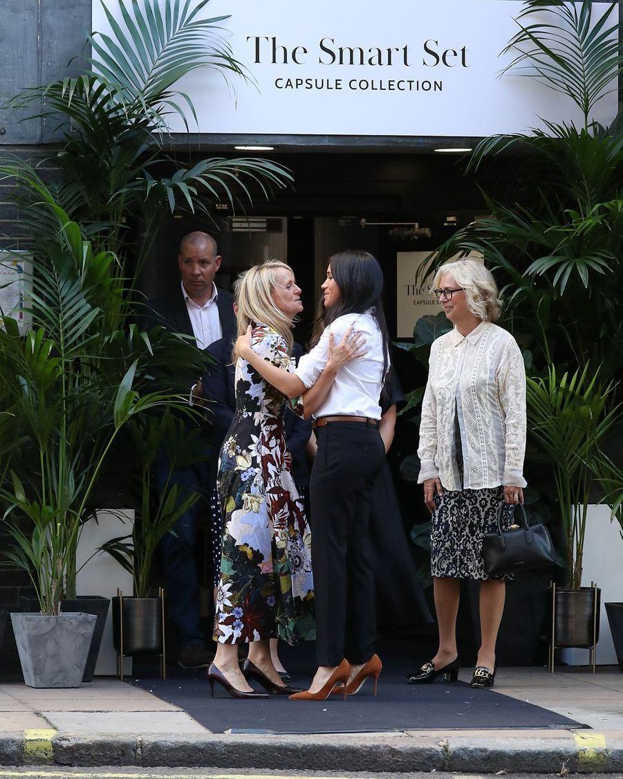 """Meghan Markle inaugure sa marque de vêtements caritative en collaboration avec """"Smart Work"""" à Londres, le 12 septembre 2019."""