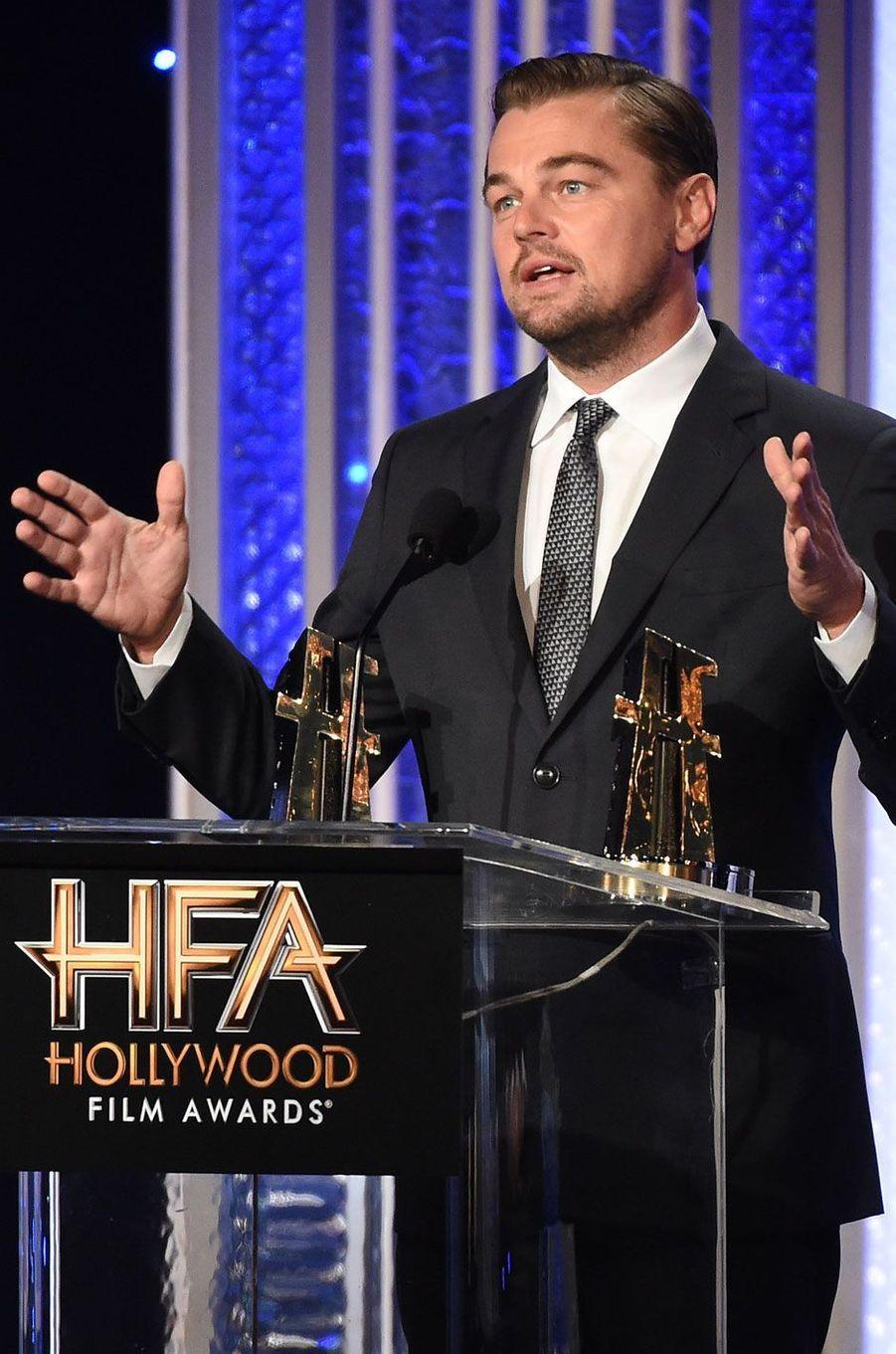 """Leonardo DiCaprio reçoit l'award du meilleur documentaire pour """"Before The Flood"""""""