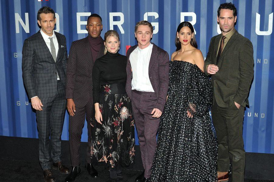 Ryan Reynolds, Corey Hawkins, Mélanie Laurent, Ben Hardy, Adria Arjona et Manuel Garcia-Rulfoà l'avant-première du film «Six Underground» à New York le 10 décembre 2019