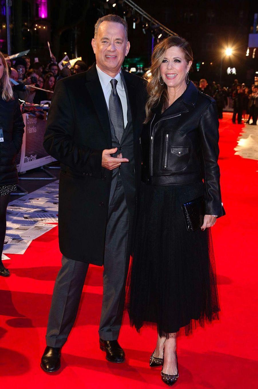Tom Hanks et son épouse Rita Wilson à la première de «The Post» à Londres