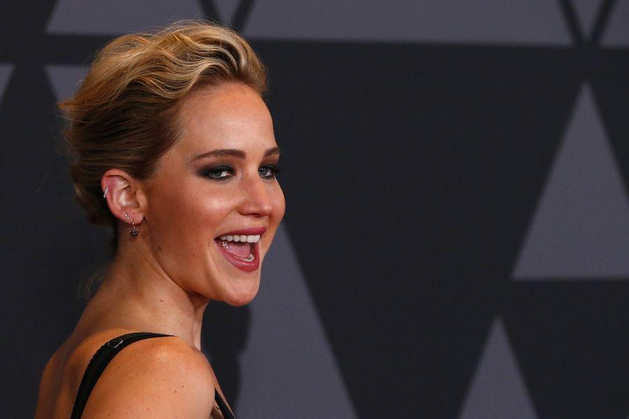 Jennifer Lawrence:Actrice engagée, Jennifer Lawrence a écrit un article intitulé: «Pourquoi je gagne moins que mes partenaires de jeu masculins?» publié sur Lenny Letter, site féministe de Lena Dunham.
