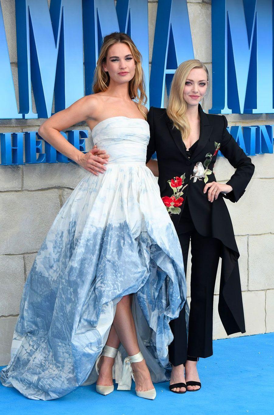 Lily James et Amanda Seyfried