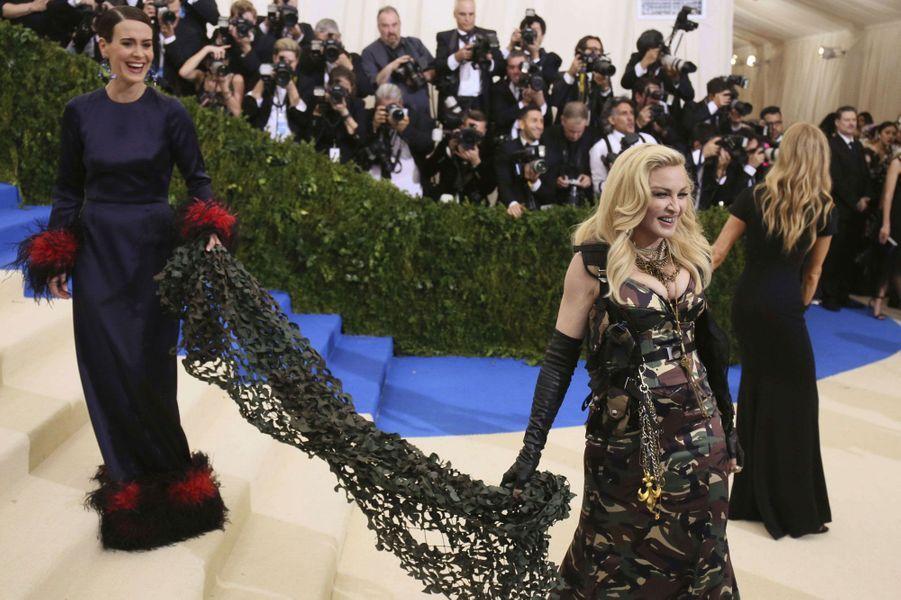 Madonna pose pour les photographes.