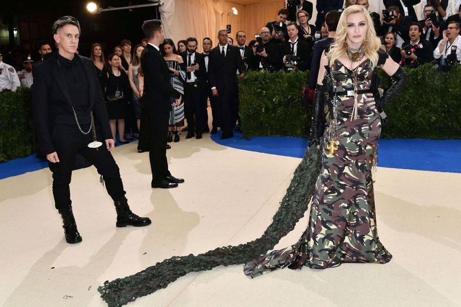 Madonna en Moschino.