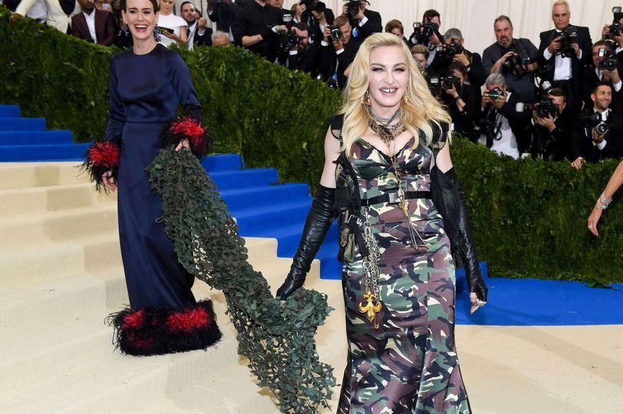 Madonna radieuse avec Sarah Paulson.
