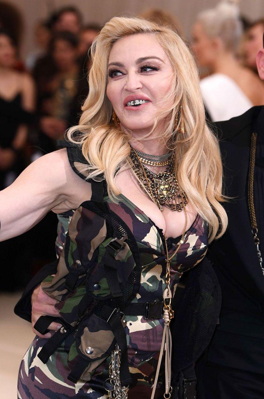 Le fameux grill dentaire de Madonna.