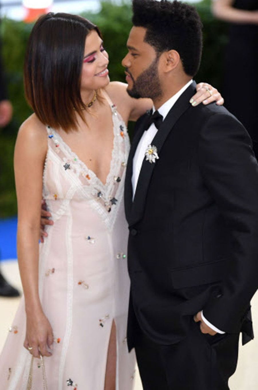 Selena Gomez et The Weeknd au Met Gala 2017.