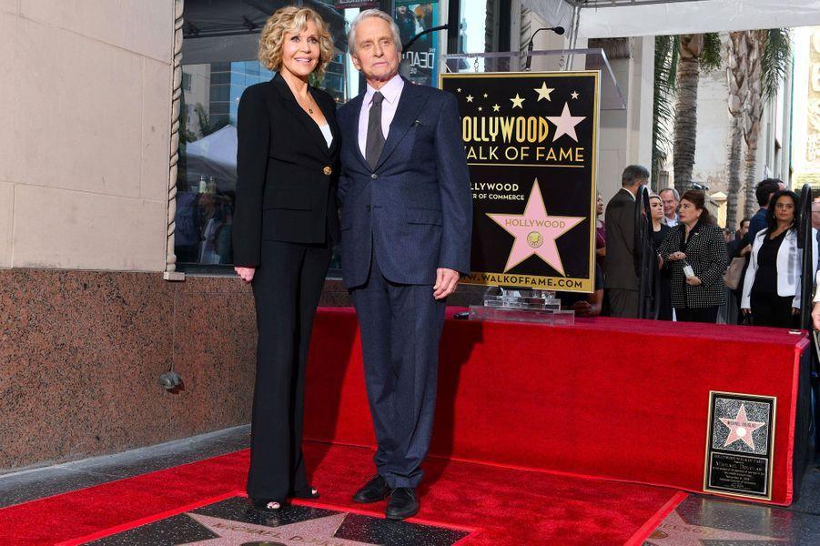 Michael Douglas avec Jane Fonda pour l'inauguration de son étoile sur Hollywood Boulevard le 6 novembre 2018