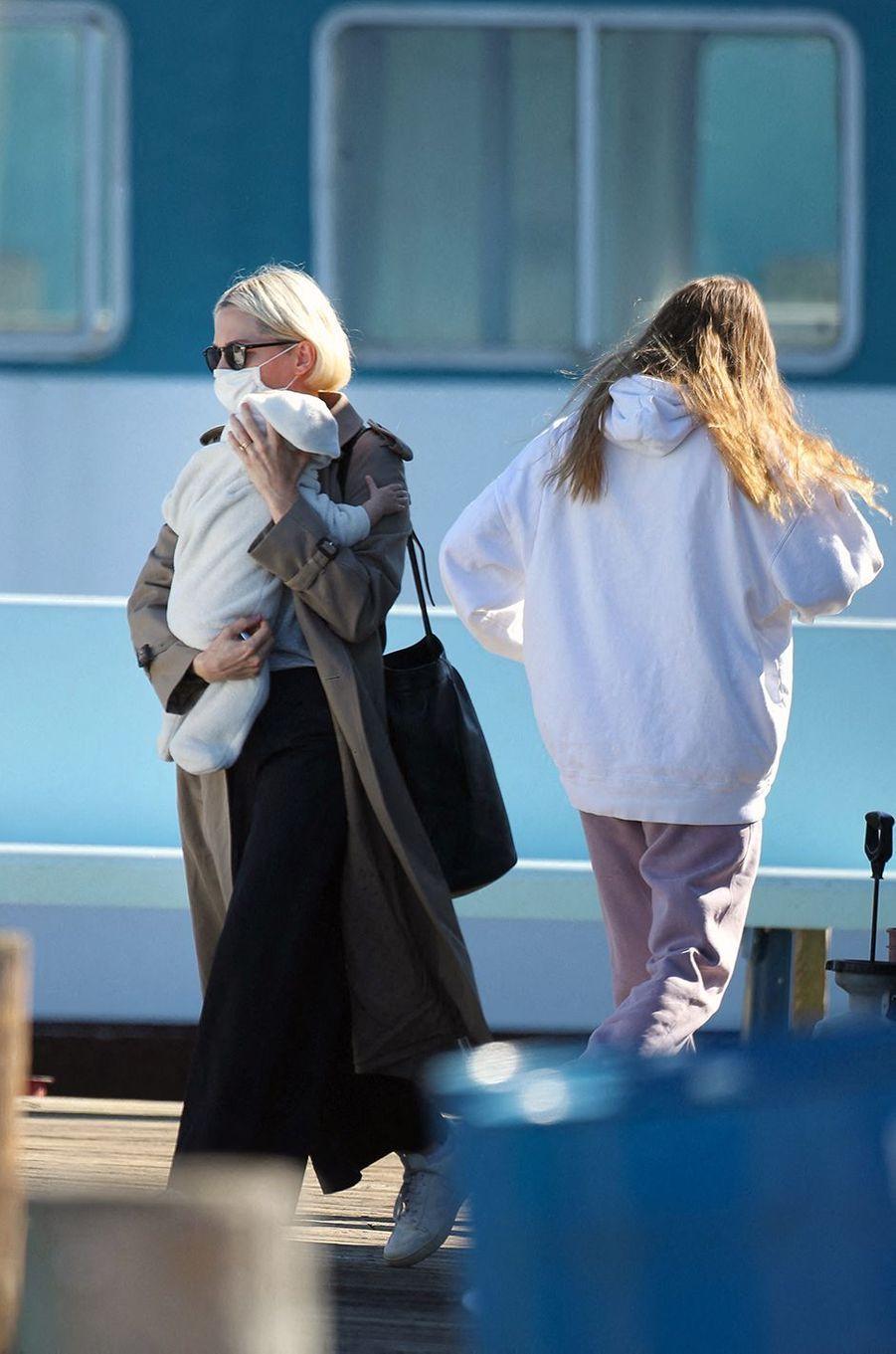 Michelle Williams avec son bébé et sa fille Matilda Ledger à Bay Shore, New York, le 19 octobre 2020