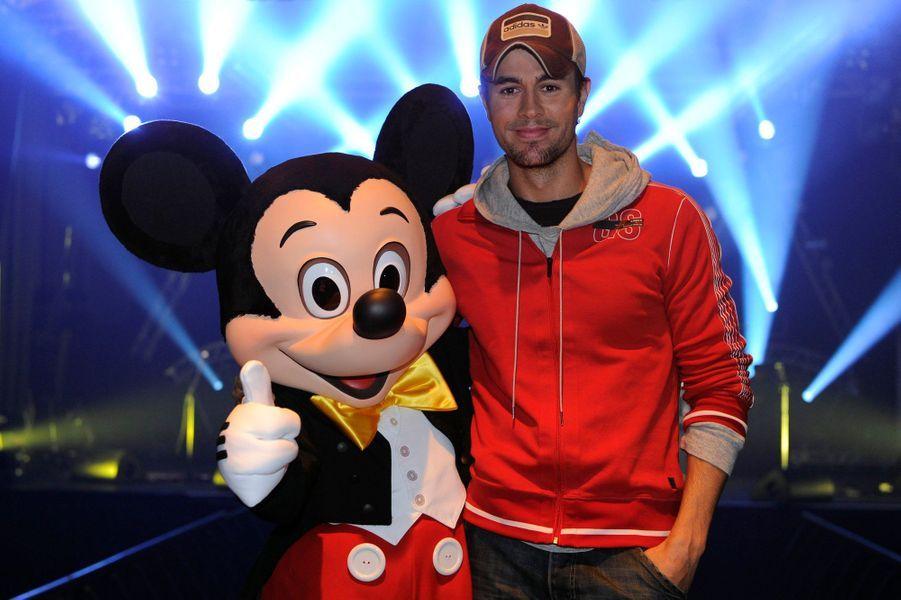 Enrique Iglesiaset Mickey.